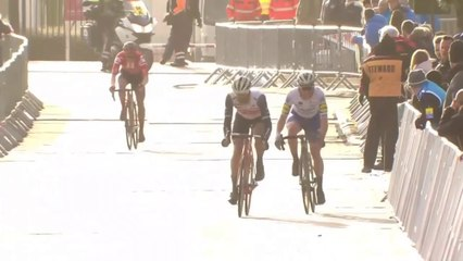 Incredible Cobbled Classic Sprint Finish