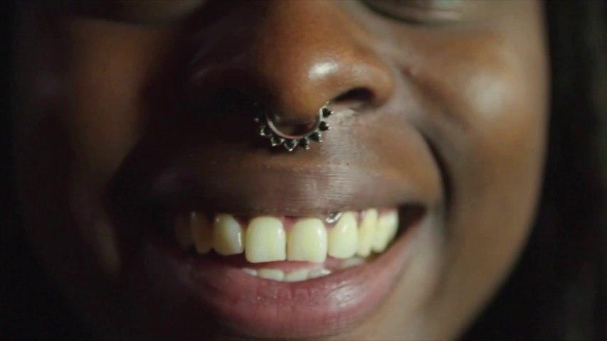 Vivante - Début du film X d'Anoushka en audiodescription