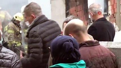 Beyoğlu'nda 3 Katlı Bina Alevler İçinde Kaldı