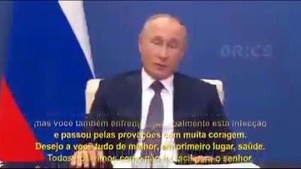 Bolsonaro se envaidece com elogios de Putin
