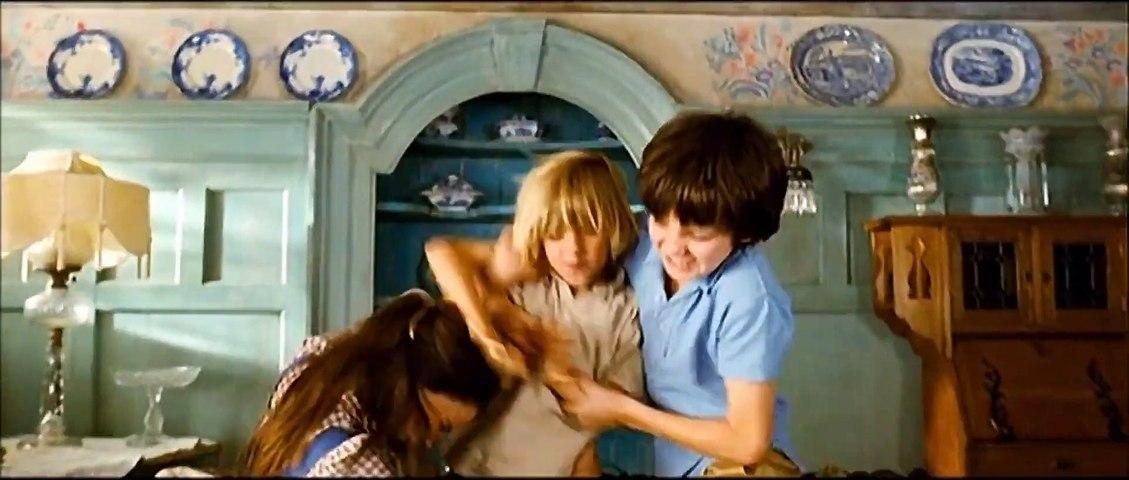 Nanny McPhee Returns movie (2010) - Maggie Gyllenhaal, Oscar Steer, Asa Butterfield