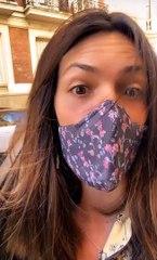 Laura Matamoros muestra divertida el desorden que impera en su coche