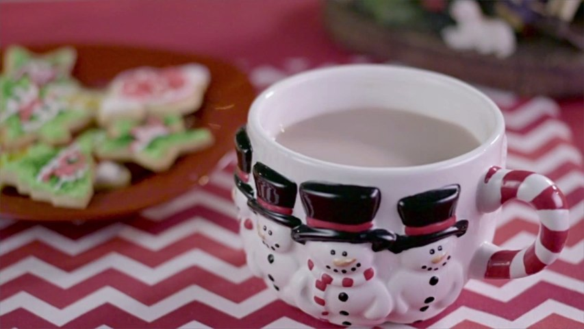 5 Ways to Make Healthy Holiday Drinks at Home, According to Dietitians