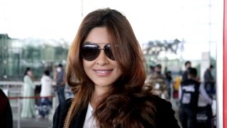 Actress Payal Ghosh Spotted at aiport | FilmiBeat