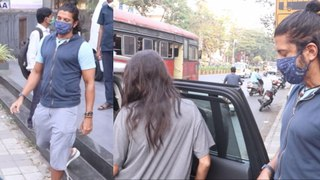 Farhan Akhtar & Shibani Dandekar spotted in Bandra | FilmiBeat