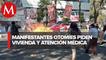Manifestantes otomíes queman papelería y mobiliario del INPI