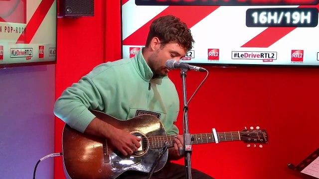 """Jérémy Frérot interprète """"Un homme"""" en live dans #LeDriveRTL2 (25/11/20)"""