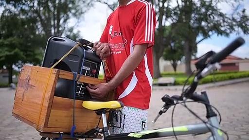 Brésil: dans la seule ville sans cas de Covid-19, la prévention se fait à vélo