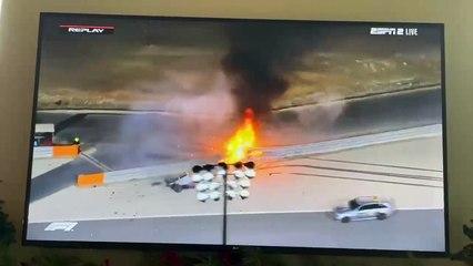 L'accident et l'incendie  de la voiture de Romain Grosjean filmés par un hélicoptère