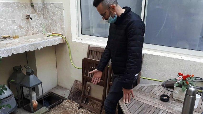 Marc nous montre sa maison inondée depuis deux jours à Balaruc-les Bains (Hérault)
