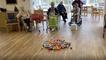 """Kreativ in der Quarantäne: Senioren spielen """"Hungry Hippo"""""""
