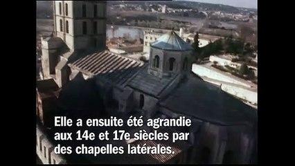 La cathédrale Notre-Dame-des-Doms et le musée du Petit Palais