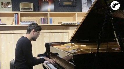"Alessandro Martire suona per Rockol ""Last Christmas"""