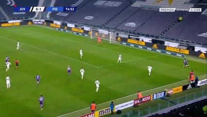 Alex Sandro lóng ngóng đá phản lưới nhà