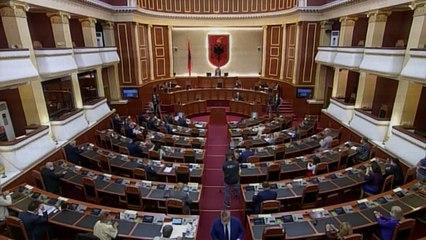 """Votohet Kodi i ri Zgjedhor 23 """"opozitarë"""" i shkojnë në ndihmë Ramës, tensione në Kuvend"""