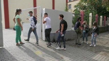 Ora News - Me tre gjuhë për në BE, gjimnazistët: Çelësi për tu larguar nga Shqipëria
