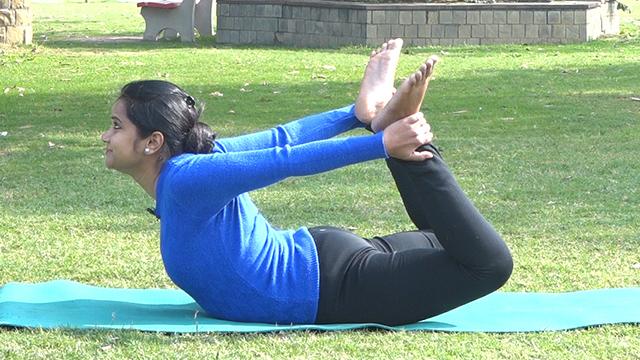गले को सुंदर शेप में लाएगा ये योगासन | Yoga for perfect Neck Shape | Boldsky