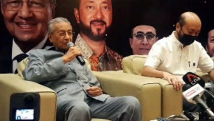 """Tun Mahathir: If The Registration Of Pejuang Doesn't Go Through, We Have Plan """"B"""", But It's A Secret"""