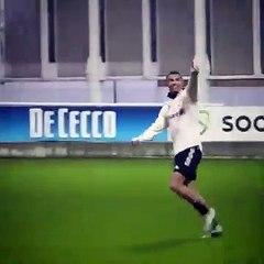 Ronaldo ăn mừng bàn thắng ghi được trên sân tập