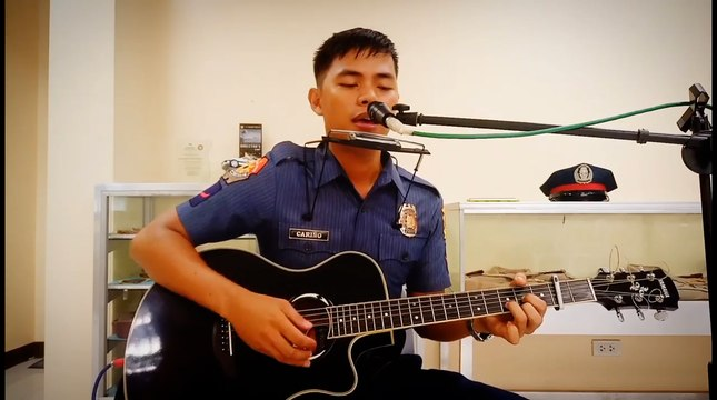 Meet the Singing Policeman AKA 'Cowboy Cop'