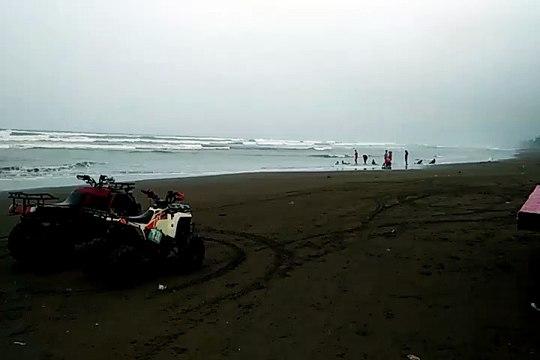 Pantai Jetis nan Eksotis di Kabupaten Cilacap