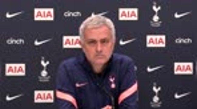 """Tottenham - Mourinho : """"Qui a dit qu'on voulait Ozil ?"""""""