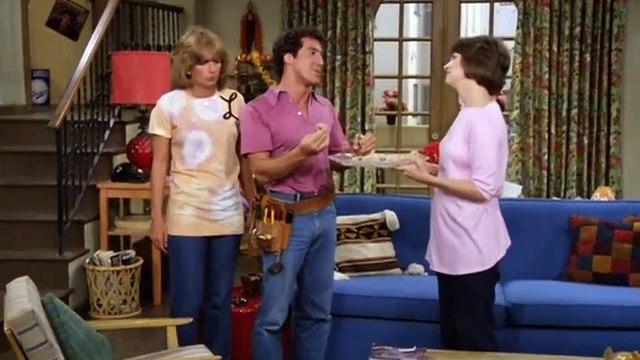Laverne and Shirley Season 8 Episode 02 Window on Main Street