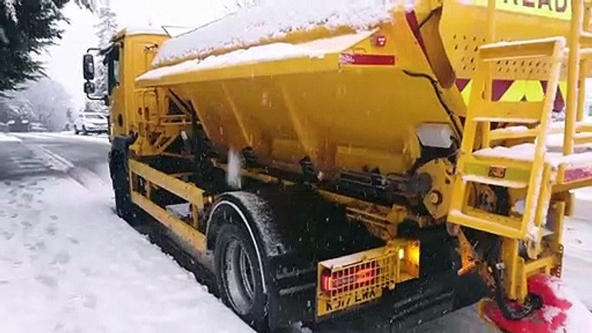 Gritter gets stuck in Worksop snow
