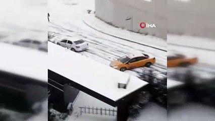 İstanbul'da Buz Pistine Dönen Yolda Kayarak Kaza Yapan Araçlar Kamerada
