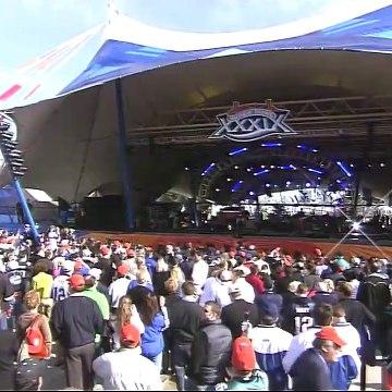 Kelly Clarkson - Since U Been Gone (Live @ Super Bowl 39 Pre-Game Show) (2005/02/06) HDTV