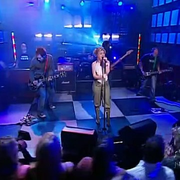 Kelly Clarkson - Behind These Hazel Eyes (Live @ Last Call With Carson Daly) 2005/03/25