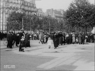 les Parisiens quittant Paris pour la Pentecôte, porte Maillot