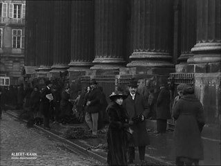 Vente de buis pour la fête des Rameaux devant les églises de Saint-Sulpice et de la Madeleine, Paris