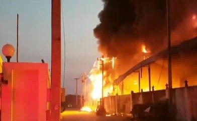 ไฟไหม้โรงงานทำที่นอนเสียหายนับ 10 ล้าน