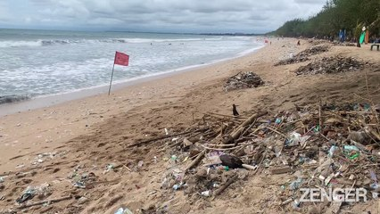 Trash Washes up on the Beaches of Bali 2