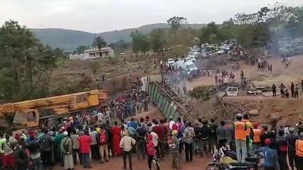 Urgent : Près De Coyah, La Chute D'Un Gros Camion Bloque Une Route Nationale (Vidéo Et Images)