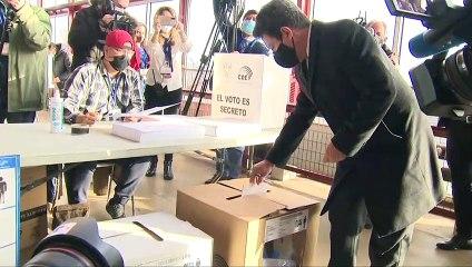 """Ecuatorianos empadronados en Consulado de Madrid votan en una jornada """"especial"""""""