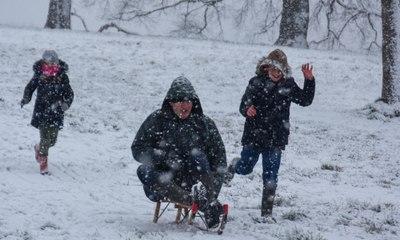 Rare snowfall blankets London and large parts England