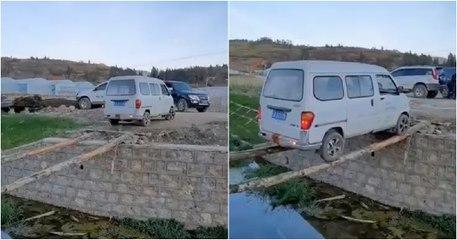 """Condutor de carrinha tenta passar sobre um """"rio"""" com apenas 2 troncos"""