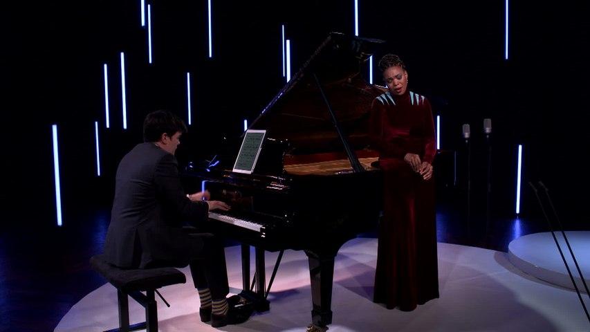 Pumeza Matshikiza - Obradors: Canciones Clásicas Españolas, Vol. 1: VI. Del cabello más sutil (Dos cantares populares)
