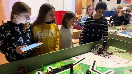 Les écoliers programment un robot 2