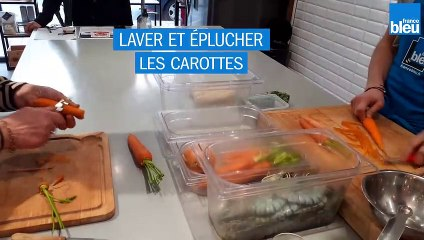 Recette - Gambas rôties, carottes en infusion à la coriandre, nouilles chinoises sautées.
