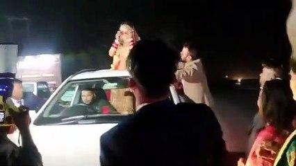 bride dance on road