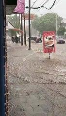 Diluvio en Catamarca: las personas combaten con la presión para mantenerse de pie