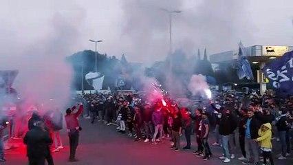 Lazio - Bayern Monaco, la carica dei tifosi a Formello