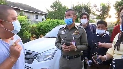 ชายปริศนาโผล่มอบหลักฐานรถหรูให้ตำรวจขณะค้นบ้านปาร์ตี้คดีน้องวาวาพีอาร์สาว