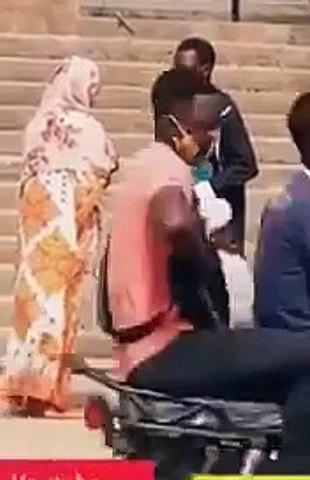 L'incroyable réaction d'un pasteur face à une femme déguisée en revenante