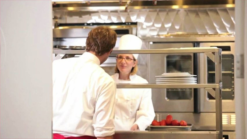 NYC Restaurant Workers' Tips Have Declined Due to COVID, Surcharge Making Things Worse