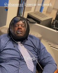 Dwyane Wade roasts Shaq, for sleeping with an oxygen mask on, during their downtime, from NBA on TNT #NBAonTNT