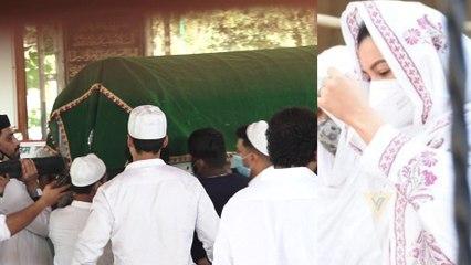 Gauahar Khan's Father Funeral; पिता के निधन के बाद ऐसे टूटी Gauhar | FilmiBeat